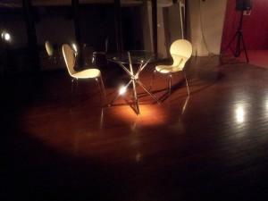 舞台イメージ 椅子とテーブル